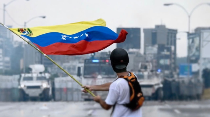 2017_Venezuelan_protests_flag.jpg